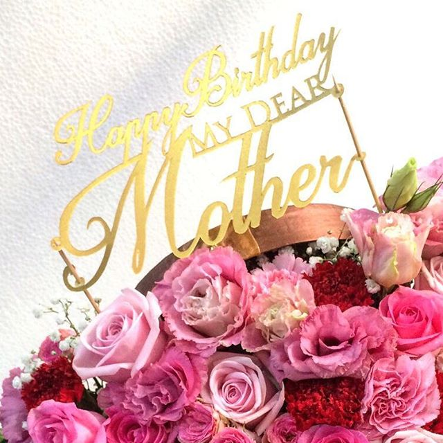 Flower topper dari paper cutting, dipotong di kertas karton 2 lapis oleh seniman kertas untuk hiasan di buket bunga ulang tahun