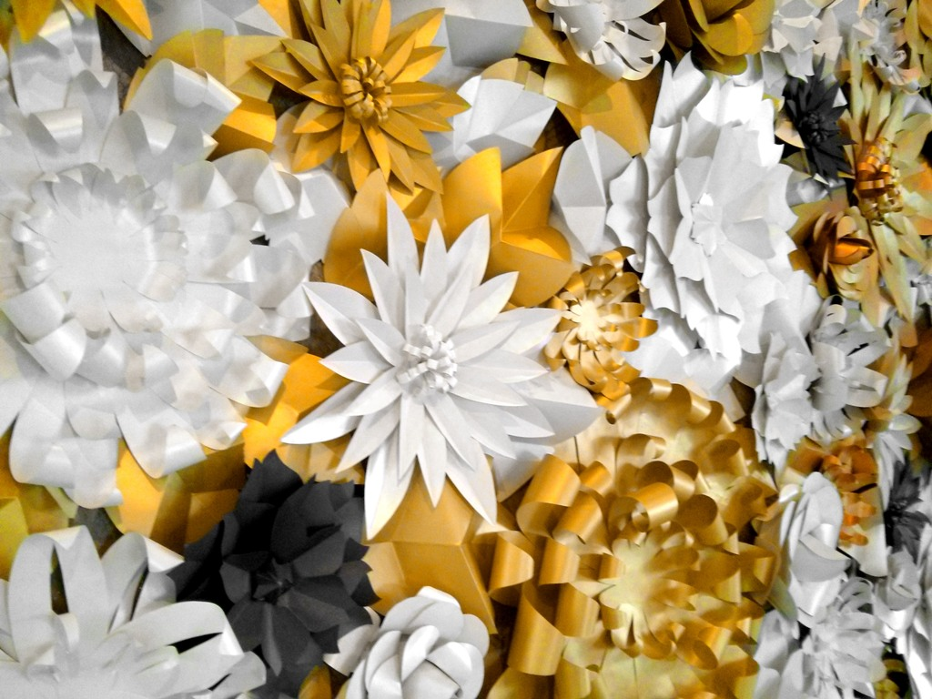 white gold wedding flowers cutteristic. Black Bedroom Furniture Sets. Home Design Ideas