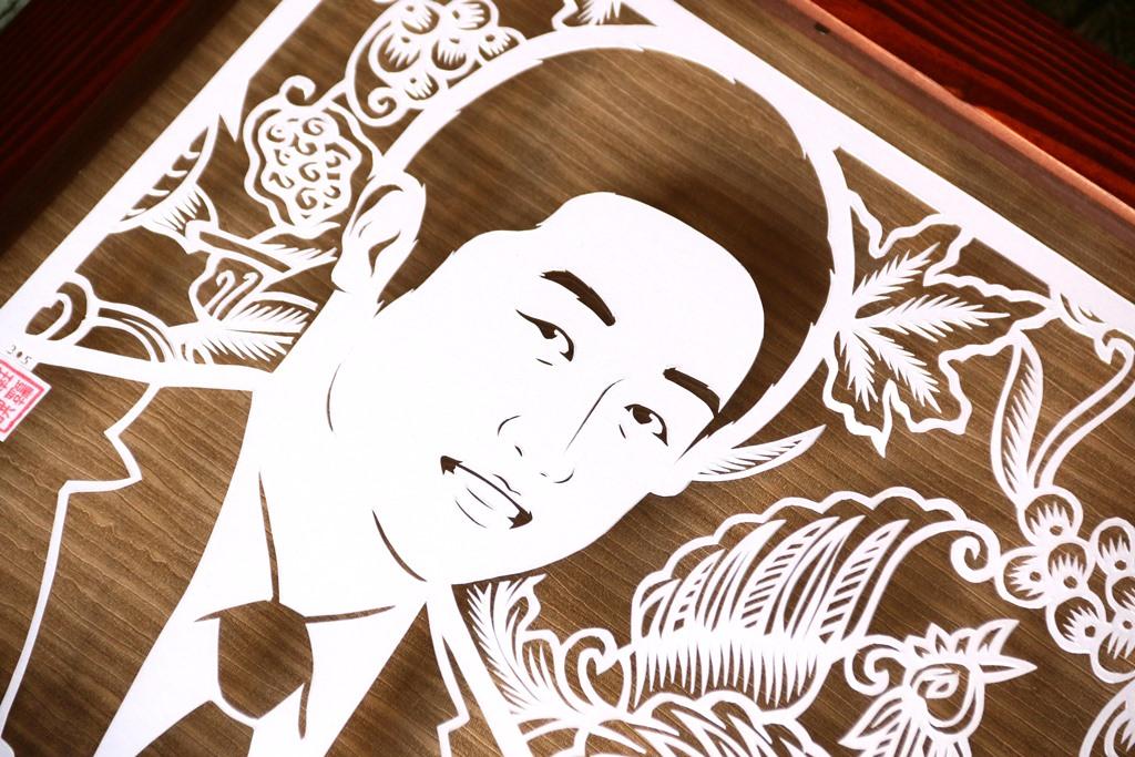 Sketsa wajah paper cutting untuk kado farewell perusahaan yang unik & eksklusif, tanda perpisahan untuk atasan, bos/kolega